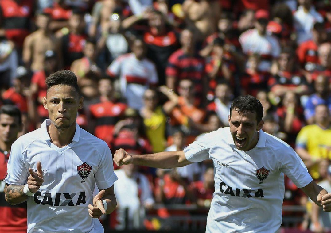Neilton fez o segundo gol do Vitória para ira da torcida flamenguista  (Foto  André Fabiano Código19 Estadão Conteúdo) efe4ee3815036