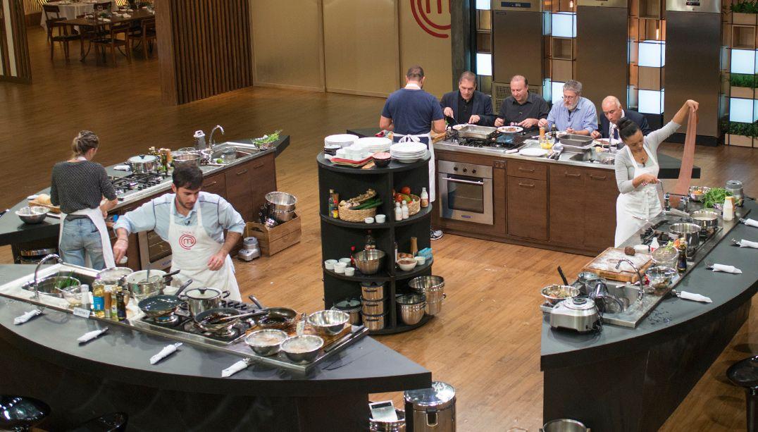 Participantes do MasterChef cozinham para grandes empreendedores