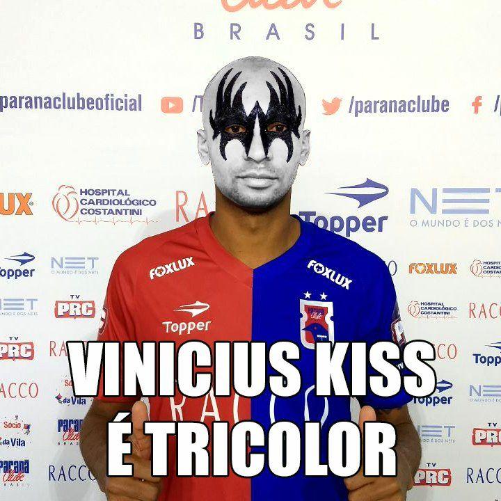 Vinícius Kiss com maquiagem no estilo da banda de rock