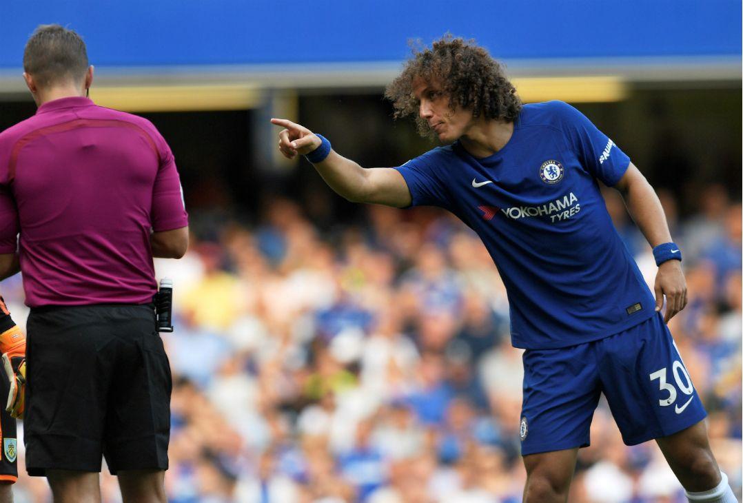 David Luiz reclama com o árbitro / Tony OBrien/Reuters