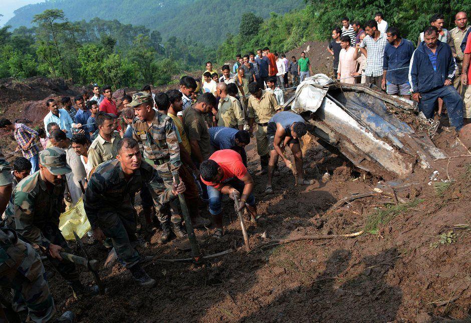 Chuvas torrenciais matam quase 70 na Índia e no Nepal