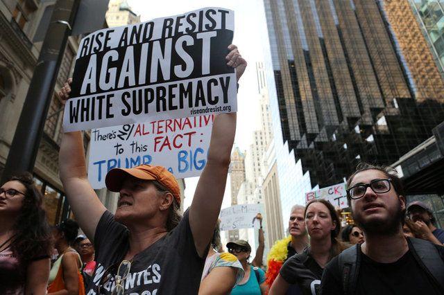 EUA: Antirracistas expõem na internet defensores da supremacia branca