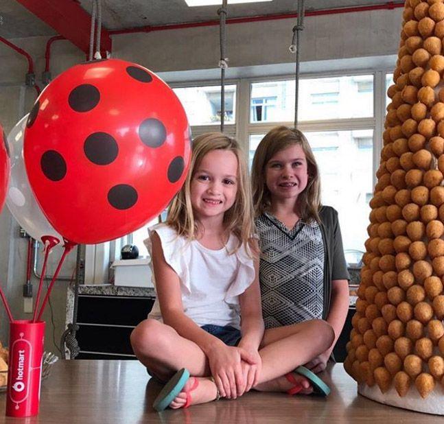 Chloe (esq.) com sua irmã, Lily / Reprodução/Instagram