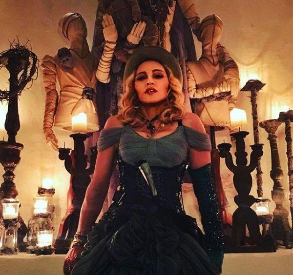Madonna lança clipe ao vivo de Material Girl para promover novo DVD