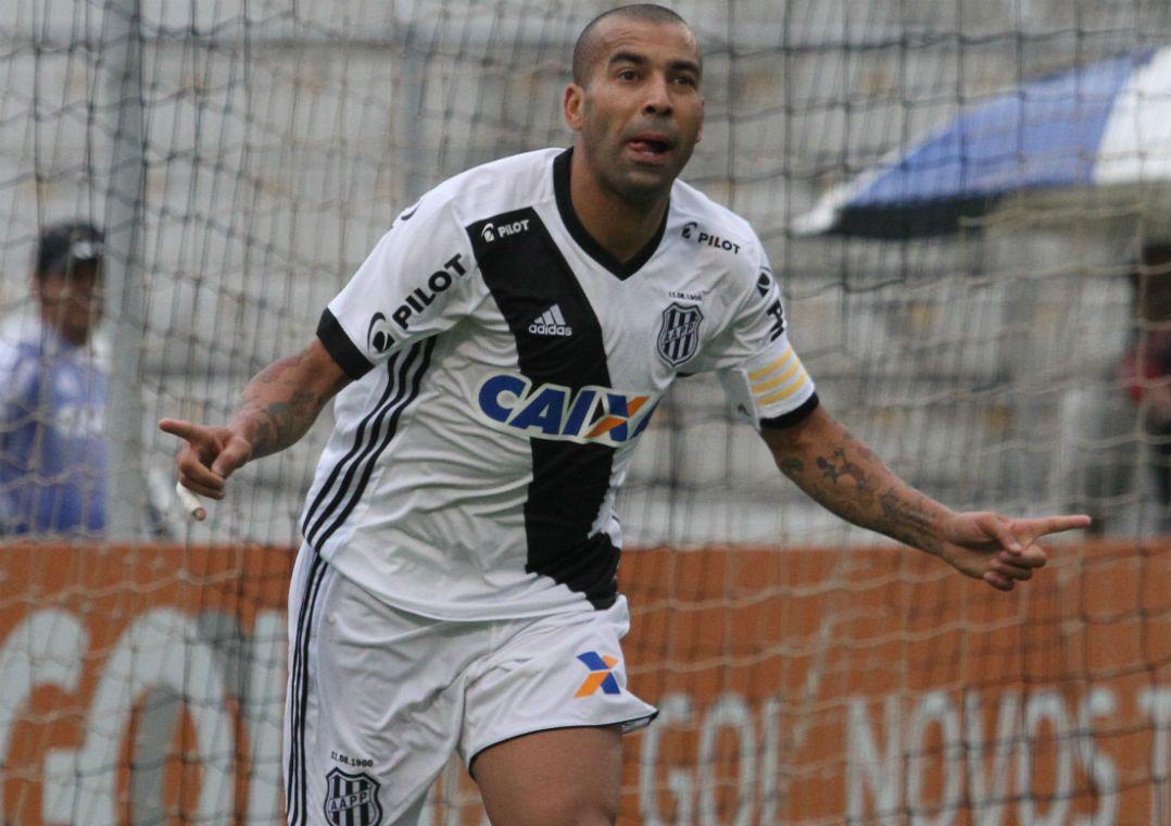 Emerson Sheik brilha e Ponte Preta vence o time misto do Botafogo