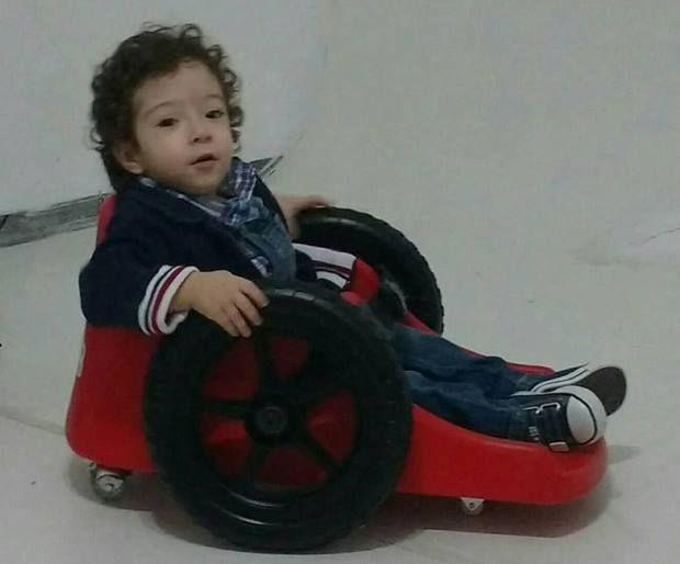 Con la silla Pedro tiene más facilidad para explorar la casa y jugar en la escuela
