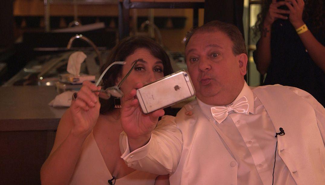 Paola Carosella e Erick Jacquin brincam nos bastidores