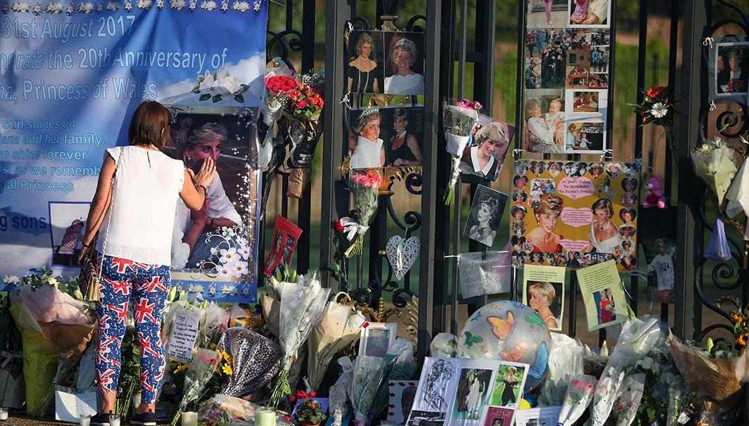 Britânicos se reúnem para relembrar princesa Diana 20 anos após morte