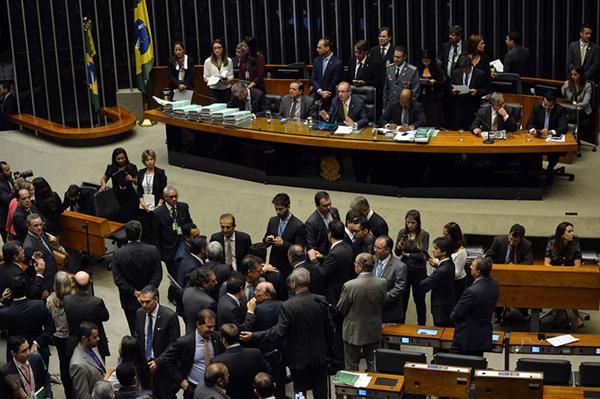 Deputados debatem sobre processo de impeachment