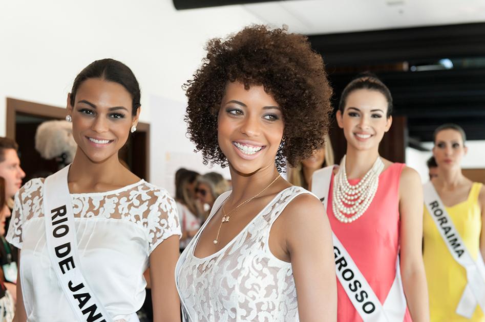 Miss Minas Gerais, Karen Porfiro, ao centro