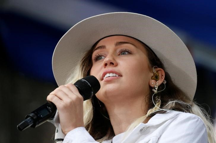 Miley Cyrus se junta aos esforços de ajuda a vítimas de furacão