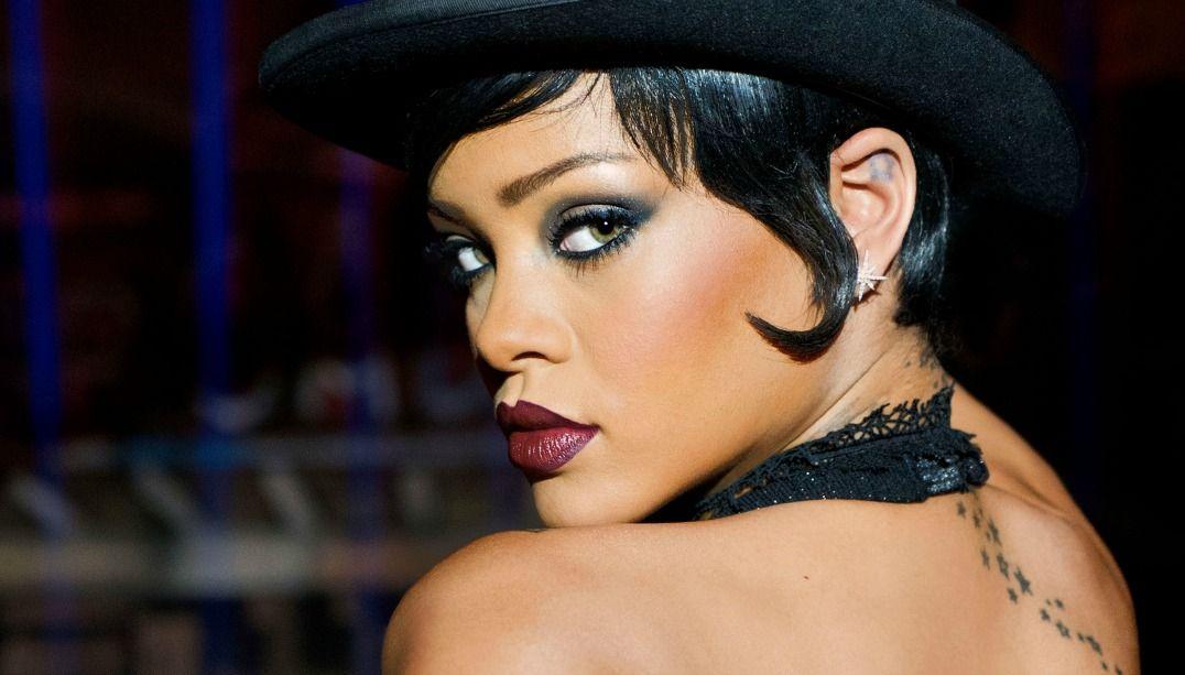 Rihanna divulga sua nova linha de maquiagem
