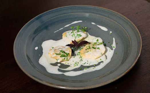 Ravióli de lagostim com molho de Sauternes e gengibre