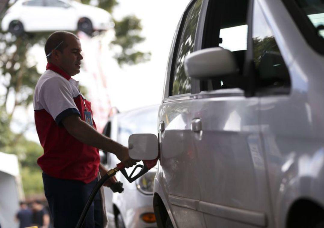 Dois postos reduziram o valor cobrado pelo litro da gasolina comum / Marcelo Camargo/Agência Brasil
