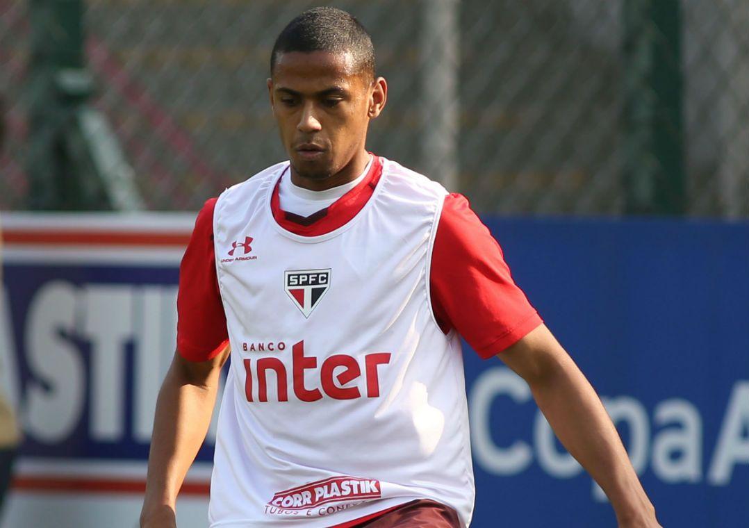 Bruno Alves se firma como homem de confiança de Dorival