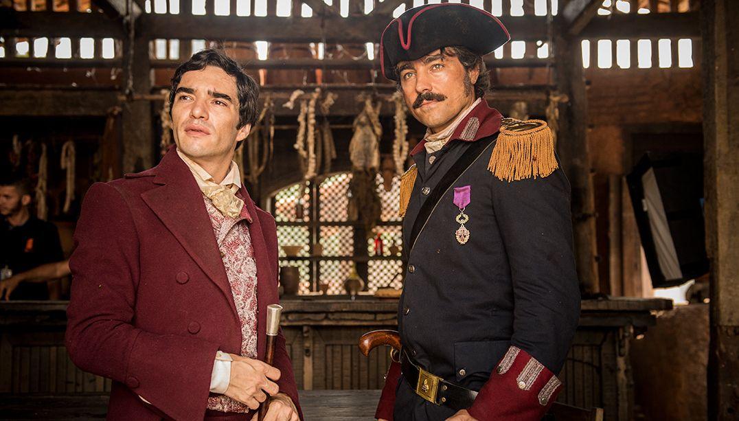Ricardo Pereira relembra cena de sexo com Caio Blat em novela