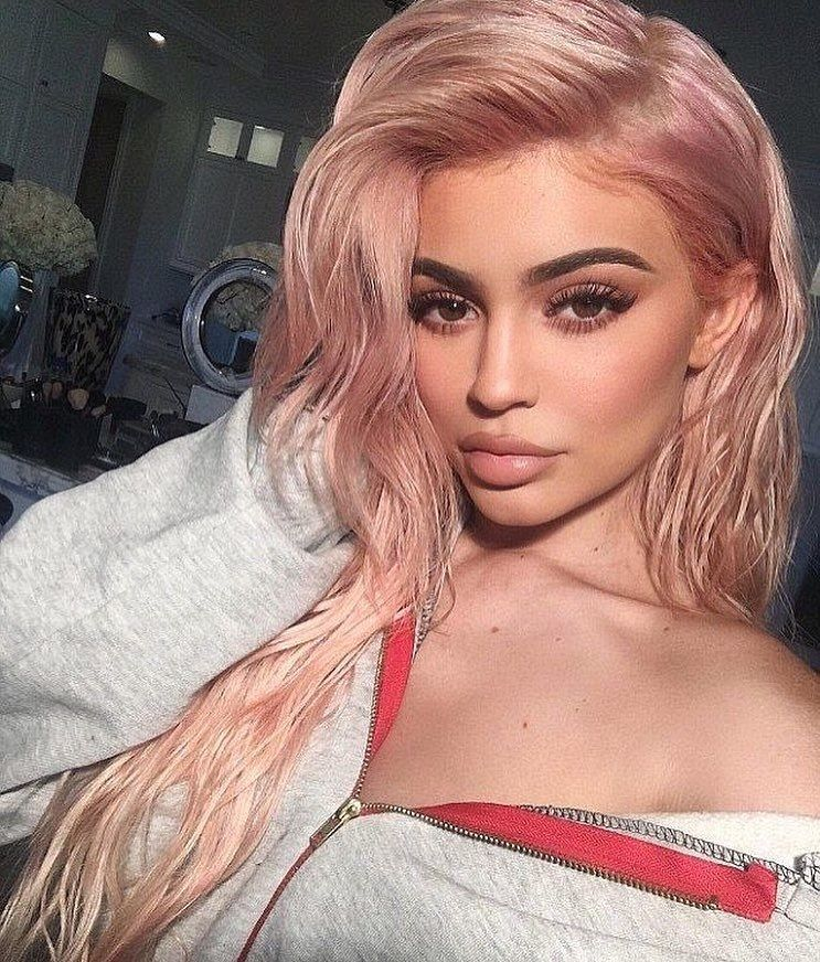 Kylie Jenner revela por que ela faz preenchimento labial
