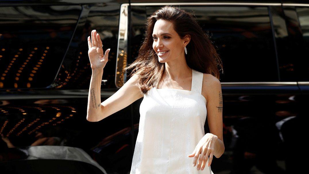 Angelina Jolie criou voz de Malévola enquanto dava banho nos filhos