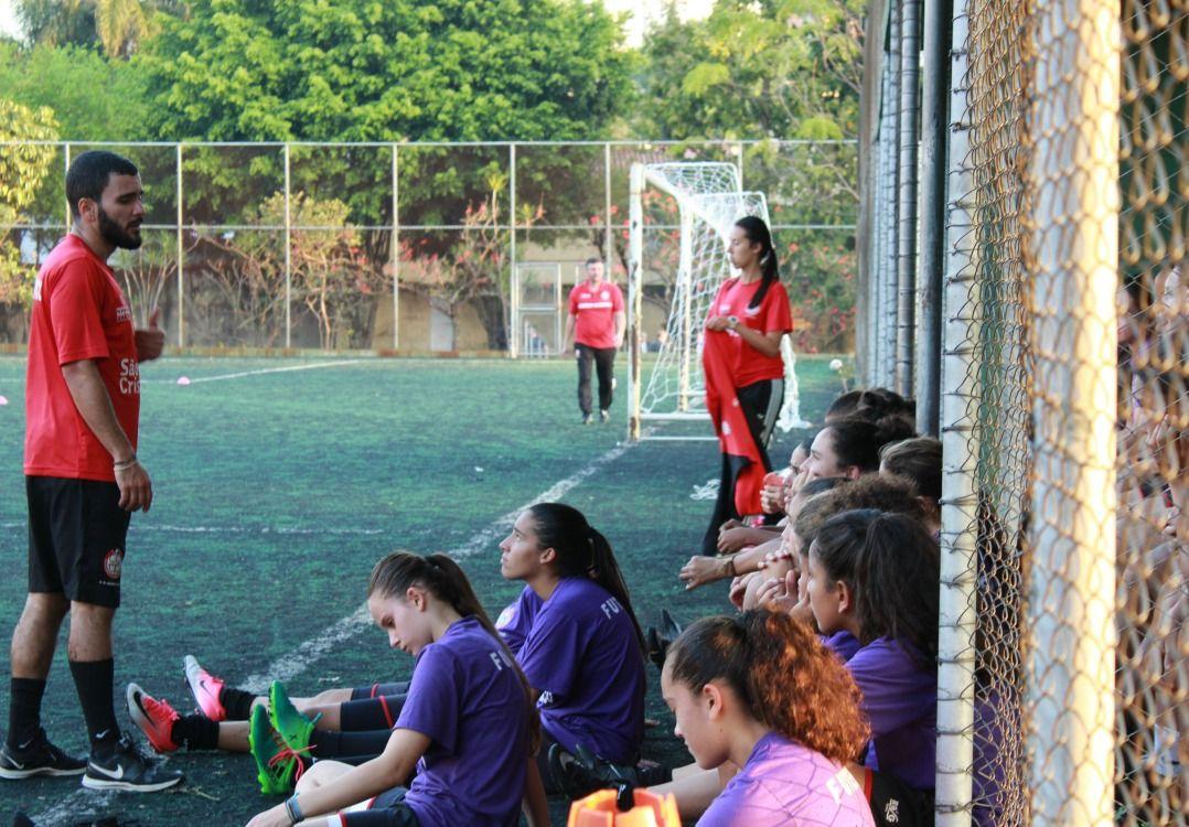 Garotas quebram paradigmas e lutam pela democratização do esporte / Luana Reis/Band.com