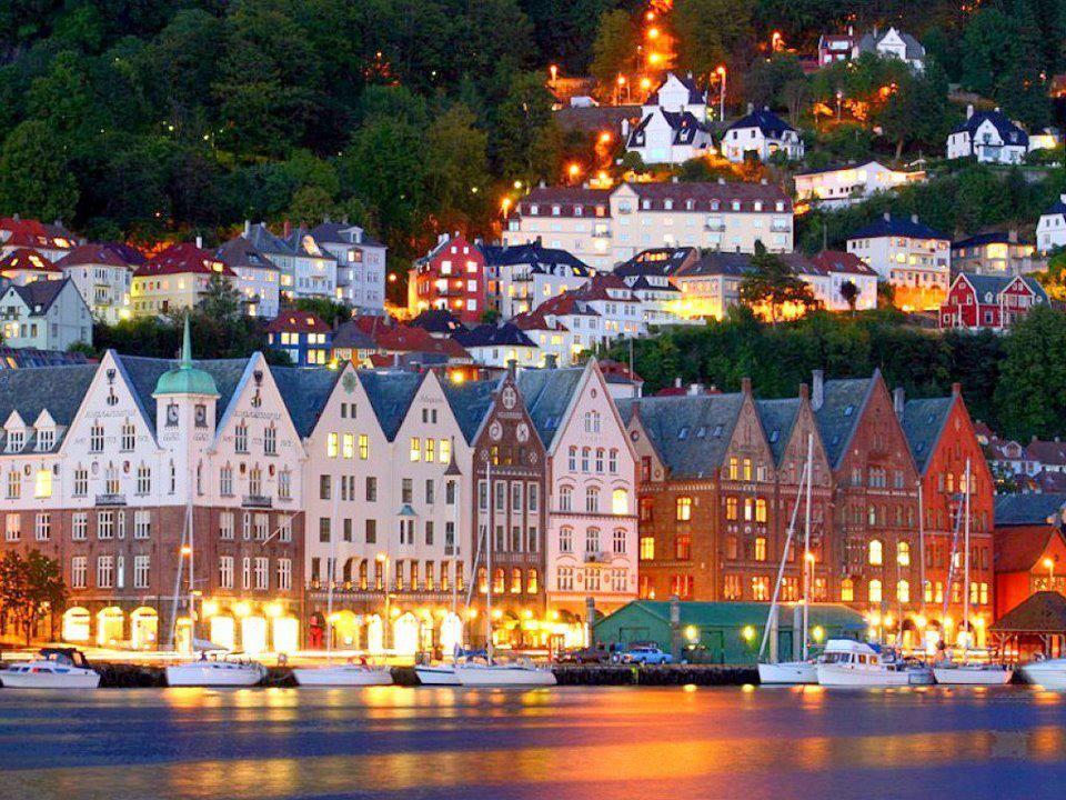 Bergen, na Noruega, é uma cidade que vive em harmonia e às beiras da natureza / Divulgação