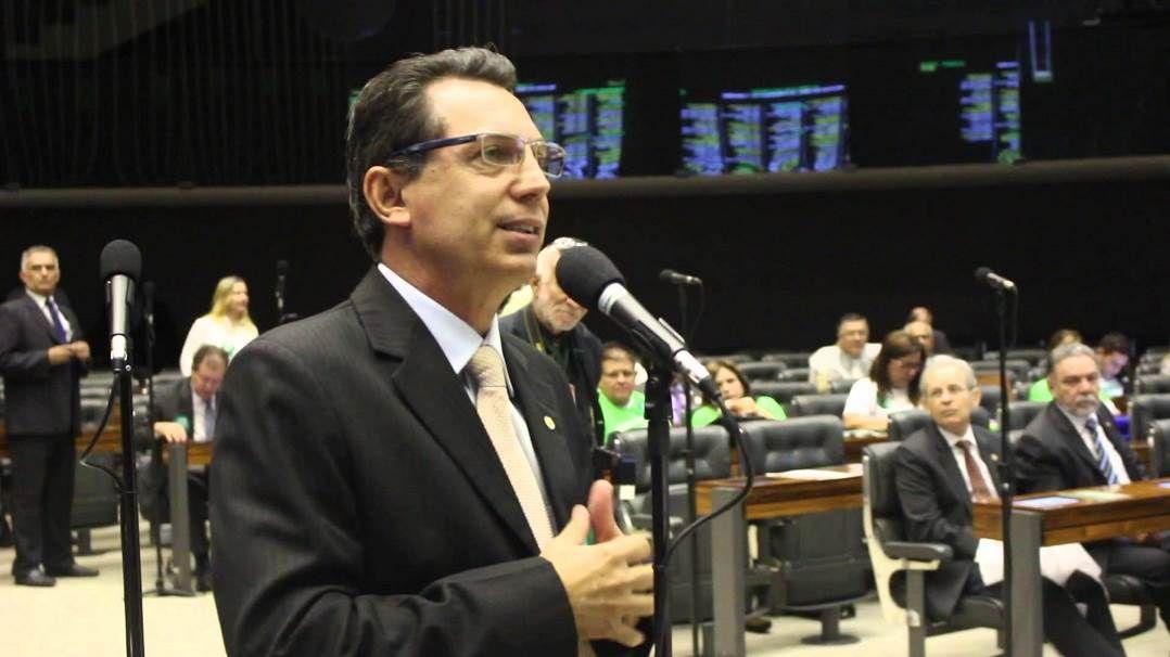 Nas imagens, Fonseca recebe propina em uma caixa e ainda reclama que o dinheiro poderia ser mais trocado / Divulgação/Ezequiel Fonseca