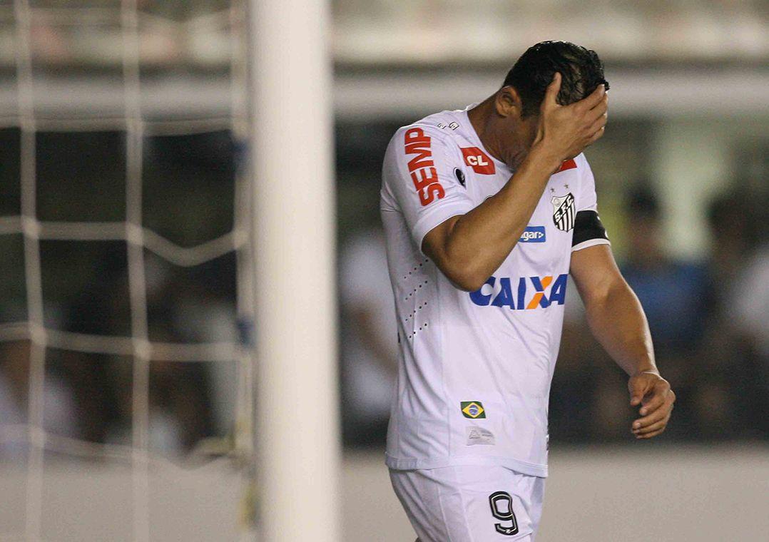 Santos perde na Vila e é eliminado pelo Barcelona-EQU
