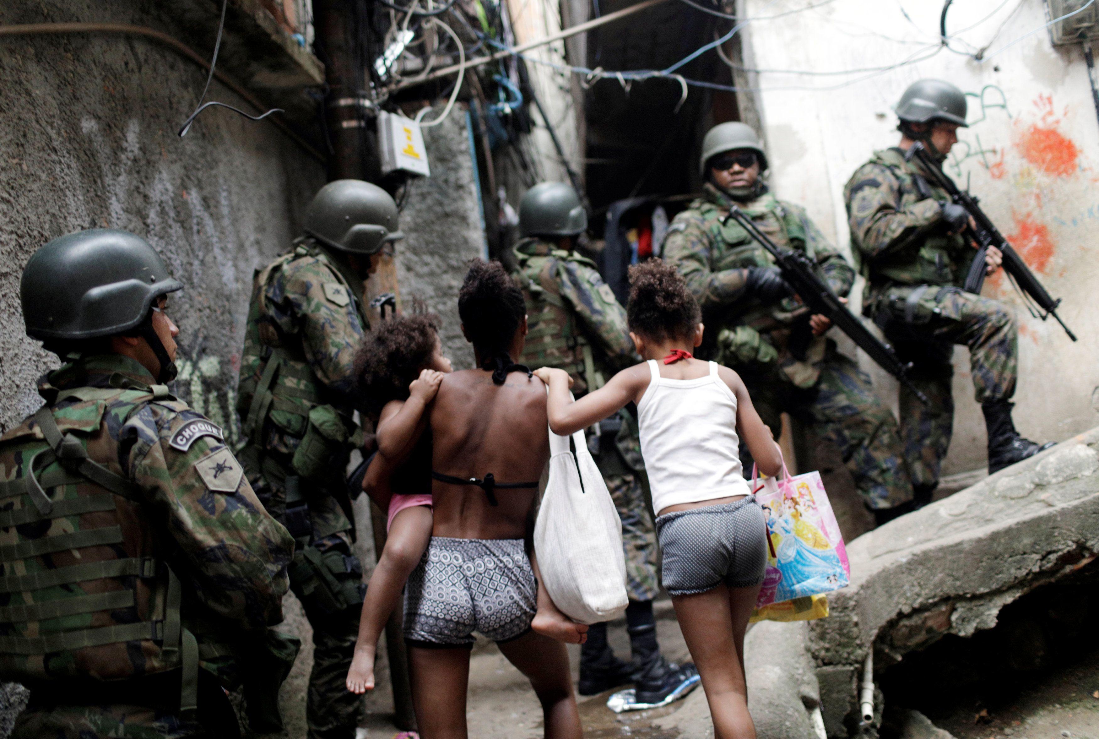 Rocinha: Moradores reclamam de abordagem das Forças Armadas