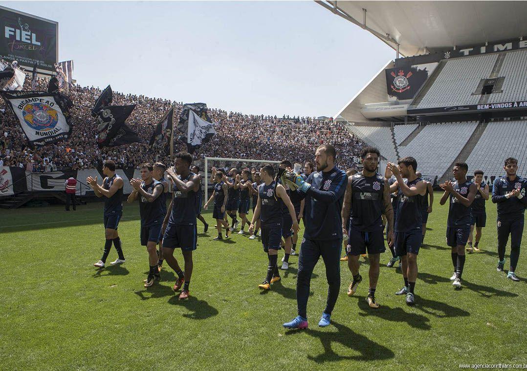 d4c7feb524547 Jogadores do Corinthians treinaram com o apoio da torcida em Itaquera  (Foto  Daniel Augusto Jr Corinthians)