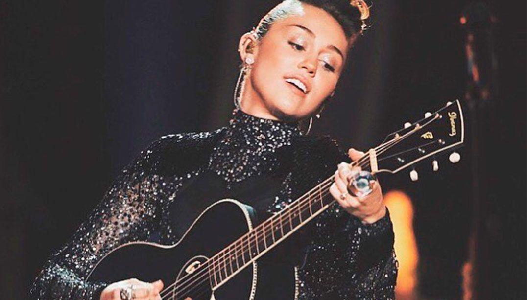 Miley escolheu vestido que é homenagem para Adriane Galisteu / Reprodução/Instagram