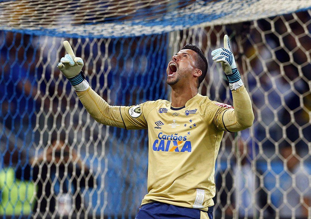 Cruzeiro renova com Fábio até o fim de 2019