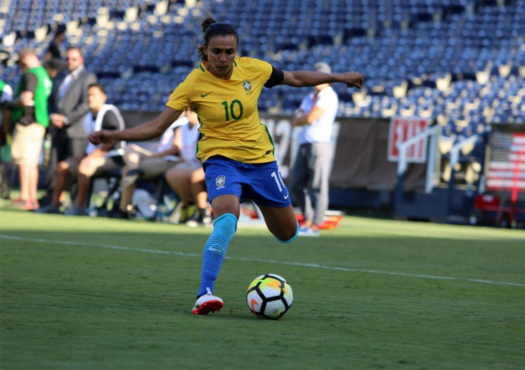 06797ac328 Marta se machuca e desfalca Seleção em amistosos no Canadá ...
