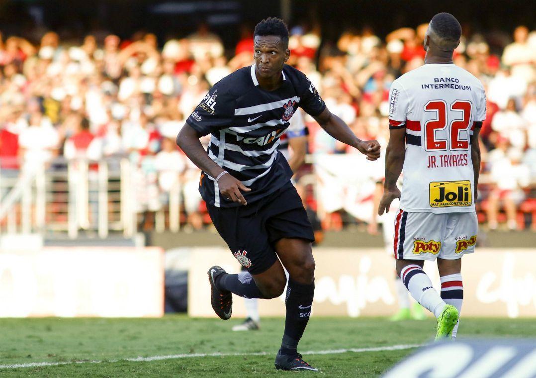 Jô é o vice-artilheiro do Brasileirão com 13 gols (Foto  Marco  Galvão Estadão Conteúdo.) 2939eb6adc4ca