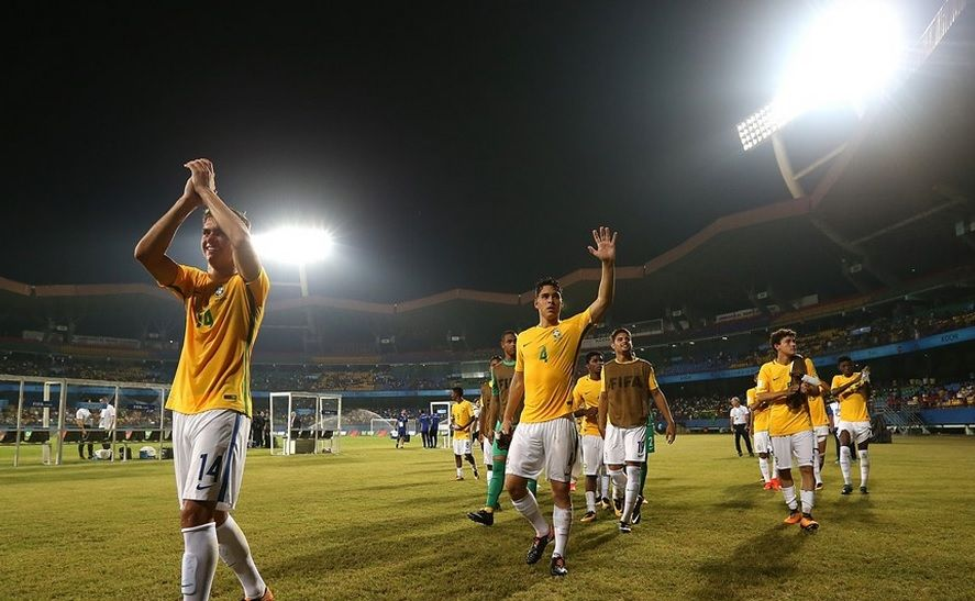 Time do Brasil sendo aplaudido pela vitória contra a Espanha / Divulgação / FIFA