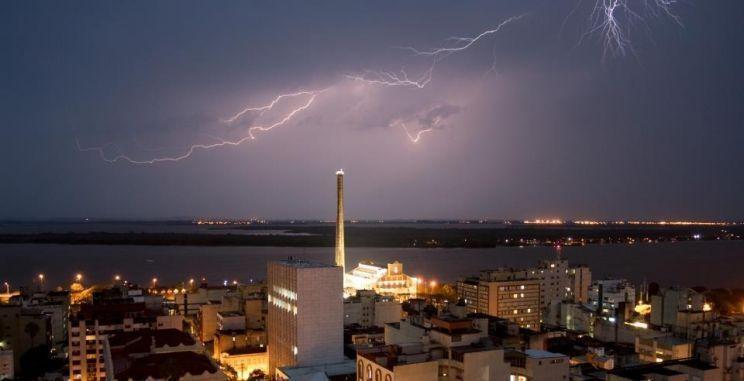 Aqui em Porto Alegre choveu, em menos de 48 horas, o equivalente a 80% da média histórica de outubr / Divulgação
