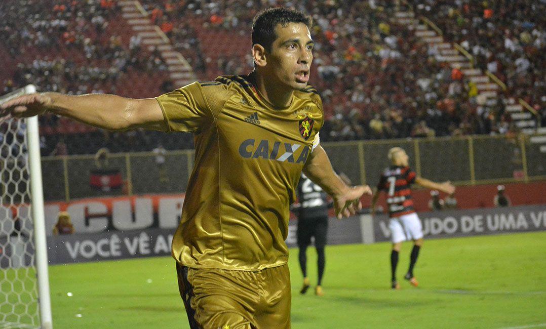 Diego Souza marcou o primeiro gol do Sport / Marcelo Malaquias/Framephoto/Estadão Conteúdo