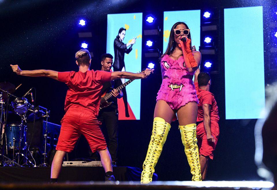 Anitta com seu look divertido / Leo Franco/AgNews