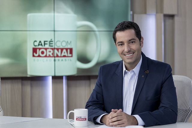 Luiz Megale está no comando do Café com Jornal / Band