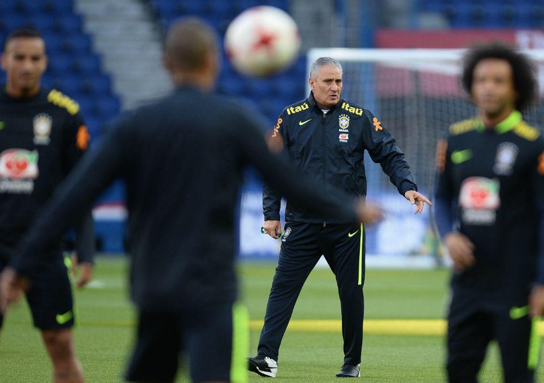 Tite comandou treino da Seleção Brasileira nesta terça-feira (Foto  Pedro  Martins MoWA Press) dd81ce34f92a5