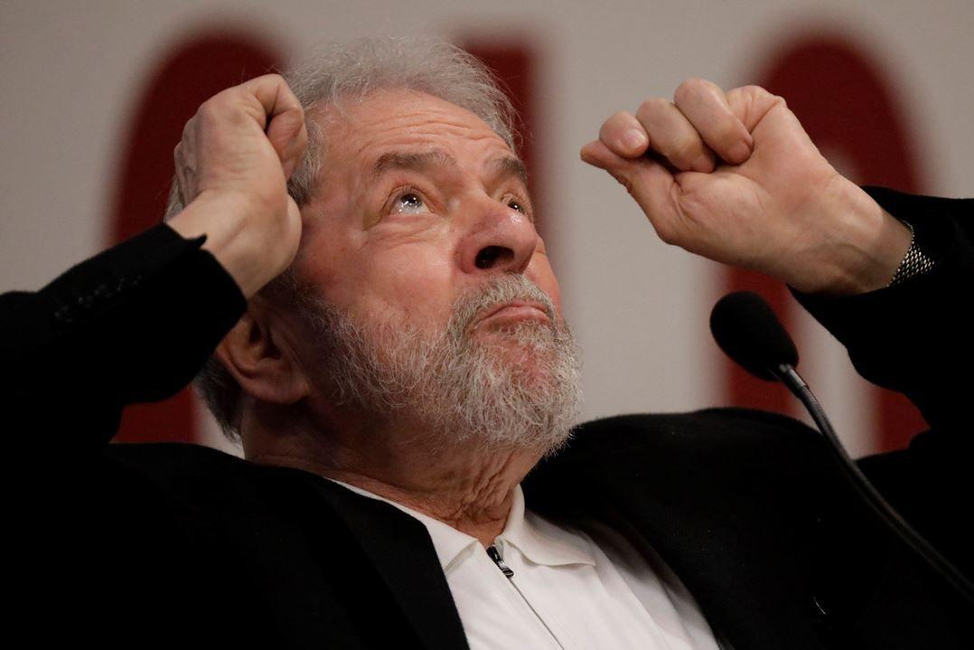 Povo não tem que pagar Imposto de Renda sobre salário, diz Lula