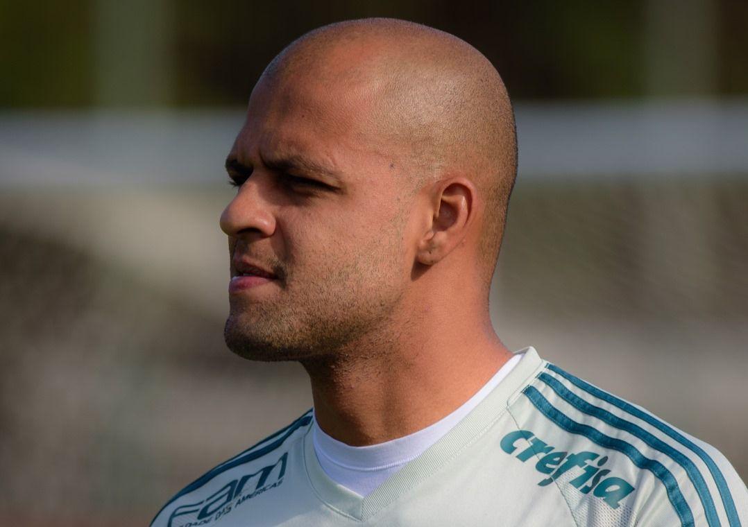 Felipe Melo atirou uma munhequeira no atacante corintiano, que antes teria cuspido no rival / Thiago D. Rodrigues/Fotorua/Estadão Conteúdo