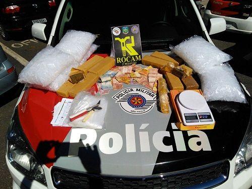 Polícia Militar recebeu denúncia anônima que uma casa do bairro Jardim Baronesa era local de guardar drogas  / Divulgação/PM