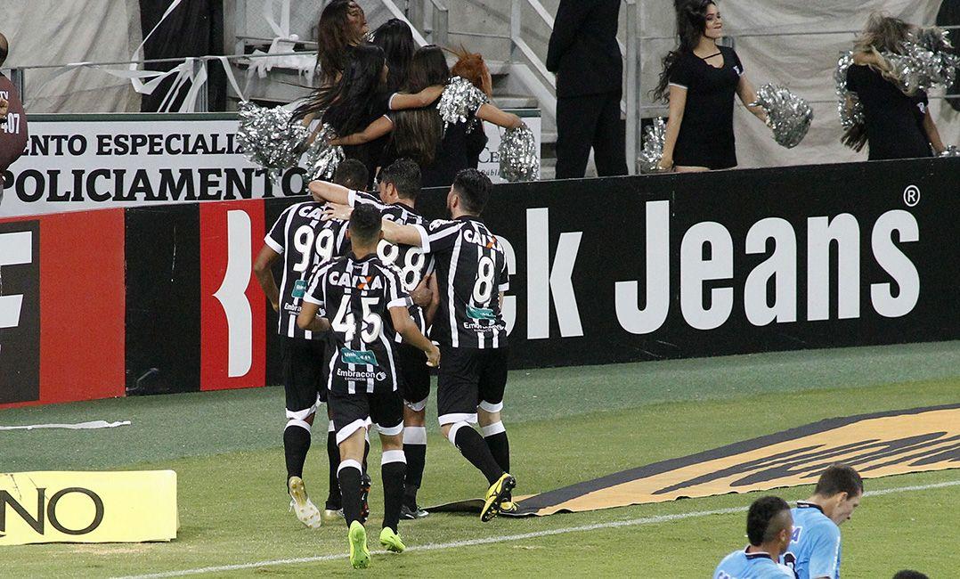 Jogadores do Ceará festejam o triunfo / LC Moreira/Estadão Conteúdo