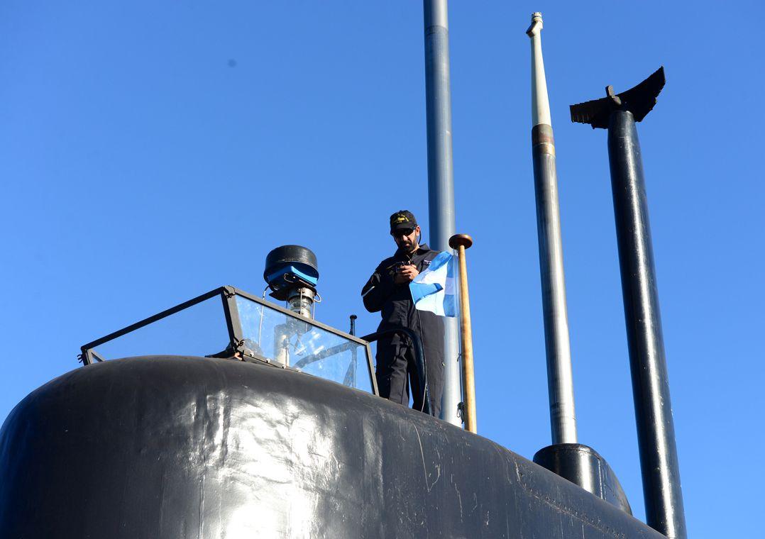 Brasil oferece aviões e navios para buscas por submarino argentino