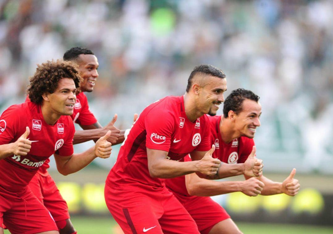 Internacional bate Goiás e segue na briga por título da Série B