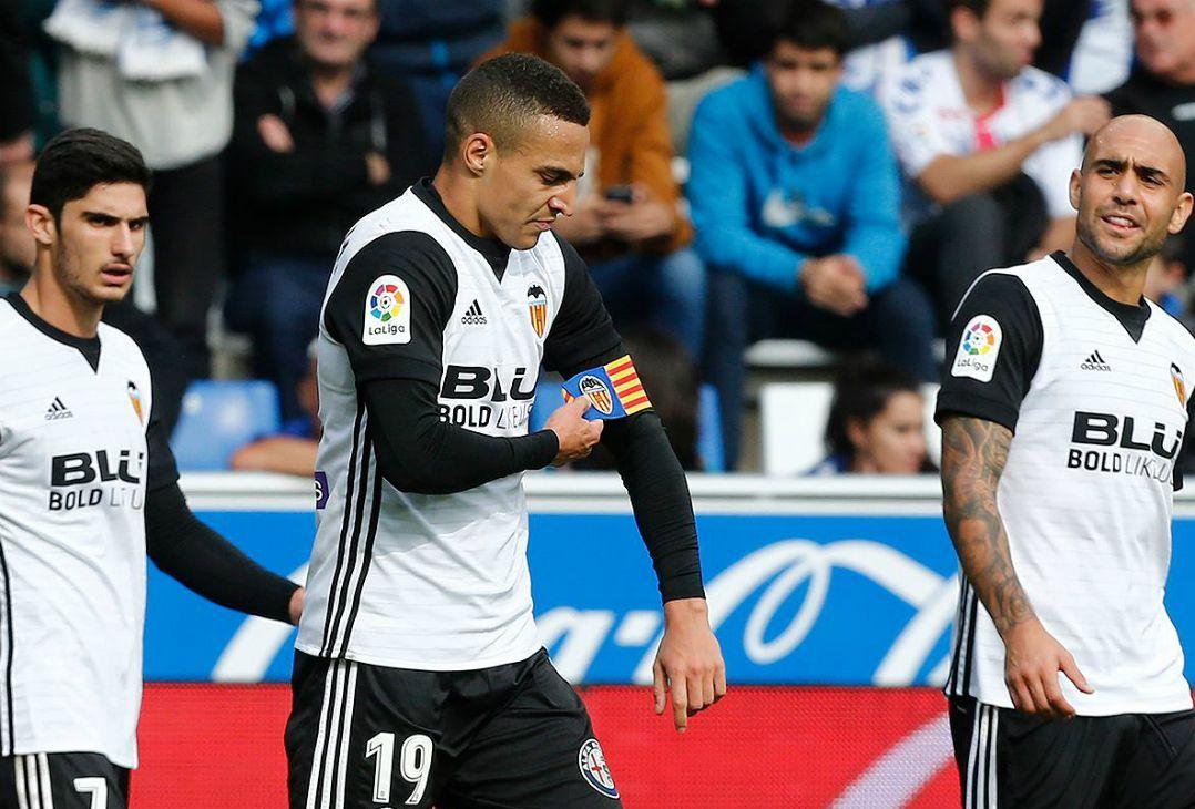 Valencia vence e segue na cola do líder Barça antes de 'decisão'