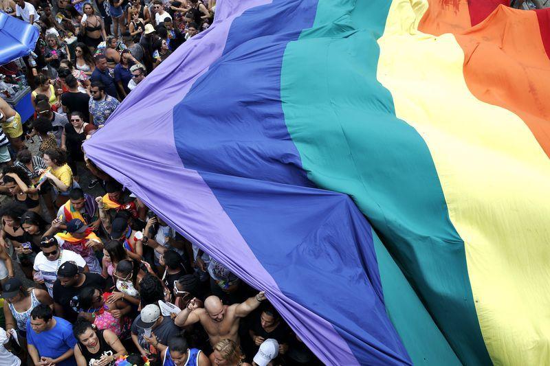Parada do Orgulho LGBT do Rio reúne milhares de pessoas