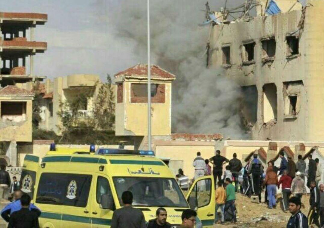 Mesquita atacada no Egito pertence à etnia que luta contra o EI