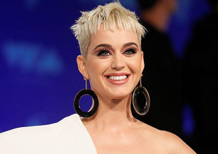 Katy Perry revela que já fez preenchimento no rosto