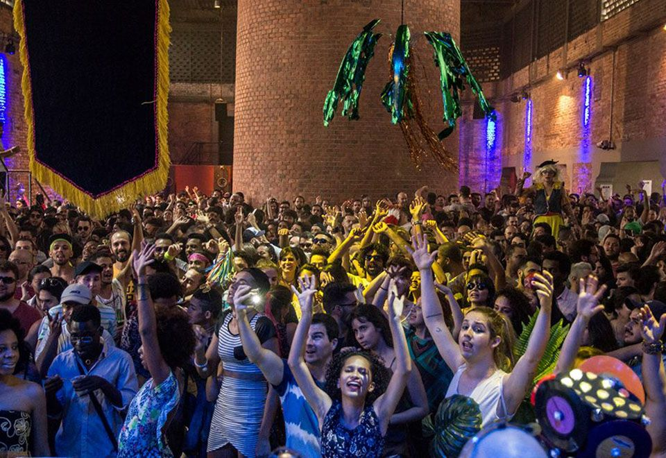 Fim de semana em SP tem festas de blocos de rua com R$ amigo