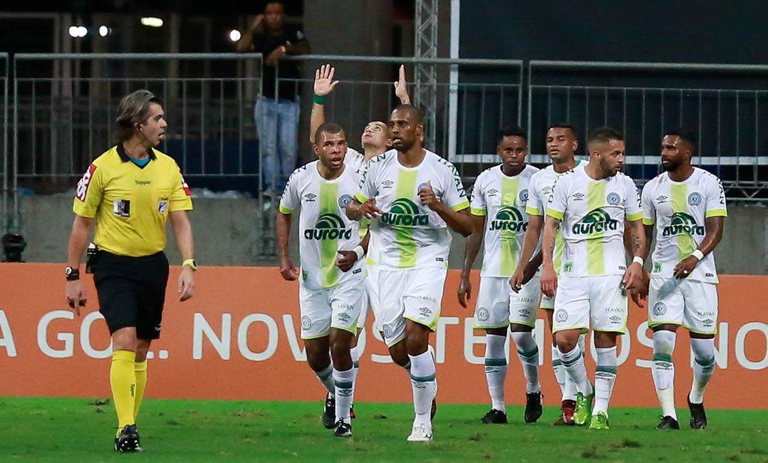 a3126fb7c2 Chape ganha na Bahia e sonha com Libertadores - Band.com.br